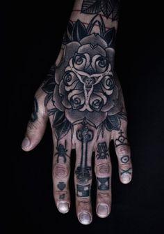001 met de hand-tattoo-idee-voor-mannen