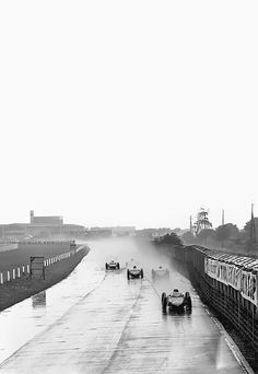 legendsofracing:  Phil Hill leads the pack at Aintree during the 1961 British Grand Prix.