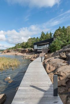 Located in Kustavi, Finland, this summer villa designed by Haroma & Partners shows some perfect adaption with the surrounding environment and its patterns. Summer Cabins, Haus Am See, Best Architects, Garden Landscape Design, Villa Design, Waterfront Homes, Beautiful Buildings, Architecture, Beach House