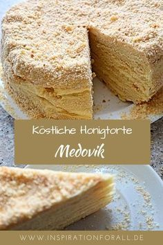 Medovik Torte – leckeres Rezept für beliebten russischen Honigkuchen The Russian honey cake Medovik is very soft and tastes delicious. You can serve the honey cake for a birthday, Christmas or Easter, Easy Cake Recipes, Baking Recipes, Dessert Recipes, Russian Honey Cake, Blueberry Recipes, Russian Recipes, French Recipes, Food Cakes, Cheesecake Recipes
