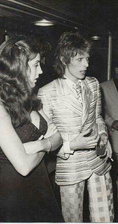 Bowie and hair and stylist asst: Suzy Fussey. Bowie Ziggy Stardust, David Bowie Ziggy, Dana Gillespie, Ziggy Played Guitar, Mick Ronson, Bowie Starman, The Thin White Duke, Pretty Star, Glam Rock