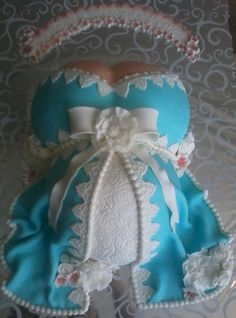 A nice pregnant belly cake