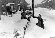 Postman delivering letters in deep snow, Stanley Crook - 1936 by Beamish Museum, Old Pictures, Old Photos, Vintage Photographs, Vintage Photos, Going Postal, Snow Scenes, Stoke On Trent, Old London, Post Office