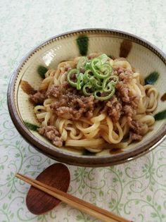 しょう油、酢、ラー油、ねり胡麻、お湯を混ぜたタレに、冷凍のうどんを和えるだけ! Tasty Noodles Recipe, Spaghetti Noodles, Pasta Noodles, Japanese Dishes, Japanese Food, Noodle Recipes, Pasta Recipes, Soup Recipes, Food Menu