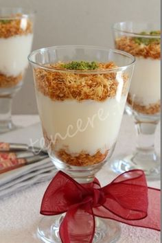 A different touch to the kadayı :) Pudding with Kadayıf … - Nachtisch No Bake Desserts, Easy Desserts, Delicious Desserts, Cake Recipe Using Buttermilk, Turkish Recipes, Christmas Desserts, Cake Recipes, Sweet Tooth, Good Food