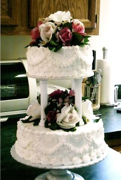 Small wedding Cake Buttercream  By Curtis-C-Cakes
