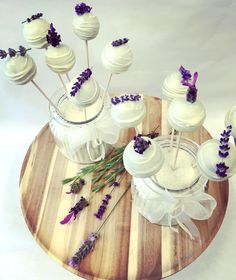 Cake Pops of white chocolate and lavender. Perfect for Vintage brides! White Chocolate, Cake Pops, Austria, Brides, Lavender, Table Decorations, Boutique, Wedding, Vintage