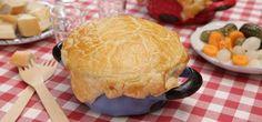 Käsefondue bereitet man traditionellerweise in einem Topf zu. Es gelingt aber ebenso gut in kleinen Förmchen aus dem Ofen. Das Rezept dazu, zeigt das Video.