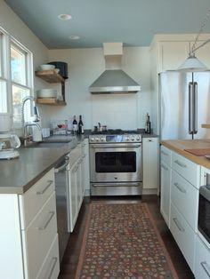 Elegant Lakeside Kitchen Design