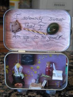 OWS round Gallery - Harry Potter Shrine from OathKeeper Harry Potter Dolls, Harry Potter Miniatures, Harry Potter Pin, Potter School, Mint Tins, Harry Potter Christmas, Tin Art, Altered Tins, Altoids Tins