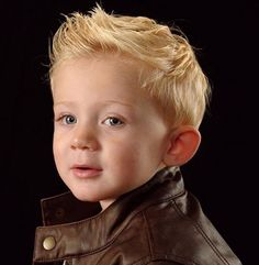 coiffure de petit garçon avec crête