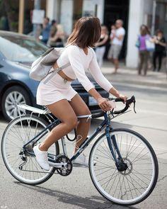 """bikesandgirlsandmacsandstuff: """"(via PHOTO OF THE DAY: Great White – Biking Toronto) """""""