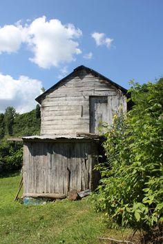 Serende... Yani bir çeşit KİLER... Cabin, House Styles, Home Decor, Decoration Home, Room Decor, Cabins, Cottage, Home Interior Design, Wooden Houses