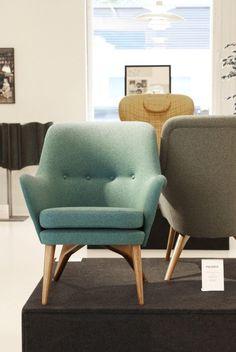 Hollolassa, design- ja antiikkikeskus Fasetin (klik!) näyttelytilassa on tällä hetkellä esillä hyvin tärkeä palanen suomalaisen huonekalumuotoilun historiaa. Fasetti on kerännyt yhteen melko vähälle huomiolle jääneen muotoilijan Carl-Gustaf Hiort af Ornäsin tuotannon tärkeimpiä osia. Nyt tämä yllättävän laaja kokoelma on ehdoton vierailukohde jokaiselle muotoilusta ja...Lue lisää...