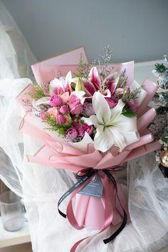 Felt Flower Bouquet, Beautiful Bouquet Of Flowers, Hand Bouquet, Beautiful Flowers, Beautiful Flower Arrangements, Floral Arrangements, Flower Box Gift, Luxury Flowers, Paper Flower Tutorial