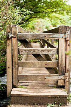 Fascinating Garden Gates and Fence Design Ideas 66 - Rockindeco Wooden Garden Gate, Garden Gates And Fencing, Wooden Gates, Garden Doors, Fence Gate, Horse Fence, Tor Design, Fence Design, Rustic Gardens