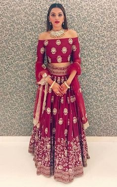 different dresses models indian 2018 new and 30 of in 30 New and Different Models of Indian Dresses in can find indische kleider and more on our website Indian Wedding Outfits, Indian Outfits, Indian Wedding Guest Dress, Wedding Dresses, Wedding Sarees, Indian Attire, Indian Wear, Indian Style, Kleidung Design