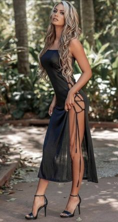 Sexy Outfits, Sexy Dresses, Cute Dresses, Fashion Outfits, Women With Beautiful Legs, Tumbrl Girls, Aesthetic Women, Girl Fashion, Womens Fashion