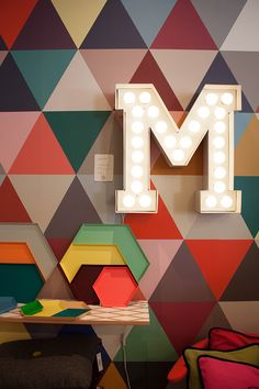 Shopping déco : Maison M, à Paris Geometric wall pattern, plates and Marquee Initial