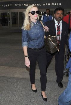 Reese Witherspoon Photos Photos: Reese Witherspoon Touches Down at LAX Reese Witherspoon Style, Reese Whiterspoon, Fashion Outfits, Fashion Fall, Fashion Clothes, Celebrity Style, Street Style, My Style, Airport Outfits