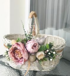 Rustic Flower Girl Baskets – Rustic Homes Fruit Flower Basket, Flower Girl Basket, Flower Boxes, Rustic Flower Girls, Rustic Flowers, Basket Flower Arrangements, Christmas Advent Wreath, Basket Crafts, Diy Ostern