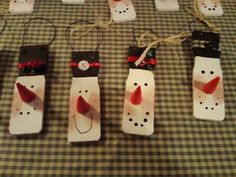 Christmas stuff Paint Stick Snowman Ornaments 3 Peas in a Pod for Tutorial So Cute and they look easy to do! Christmas Snowman, Winter Christmas, Christmas Holidays, Christmas Decorations, Christmas Ornaments, Snowman Ornaments, Snowman Decorations, Christmas Figurines, Christmas Stuff