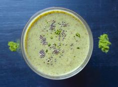 UP AND READY TO ROLL! Banana & matcha smoothie.