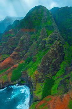Na Pali Coast in Kauai, Hawaii  (by Vassili Broutski on 500px)