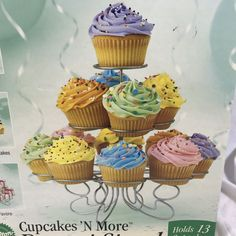 Shows about cupcakes. Stores dedicated to the baking and selling of only cupcakes. People obsessed with cupcakes. Cupcakes Cool, Swirl Cupcakes, How To Make Cupcakes, Decorated Cupcakes, Beautiful Cupcakes, Vanilla Cupcakes, Sparkle Cupcakes, Peach Cupcakes, Confetti Cupcakes