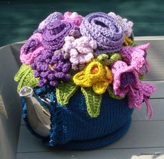 Knitted Tea Pot Cosy with Crocheted Embellishments Pic found via blij dat ik brei Pattern can be found here at Crochet with Raymond