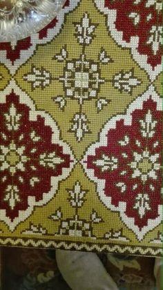 Gallery.ru / Фото #122 - 5555 - ergoxeiro Cross Stitch Embroidery, Cross Stitch Patterns, Canvas Crafts, Rugs On Carpet, Needlepoint, Lana, Diy Crafts, Beads, Pillows