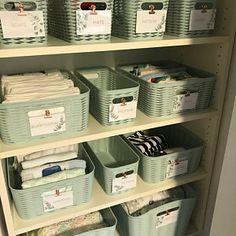 Nursery Drawer Organization, Baby Nursery Organization, Linen Closet Organization, Organize Nursery, Nursery Storage, Organizing Bathroom Closet, Organizing Baby Stuff, Changing Table Organization, Kids Clothes Organization