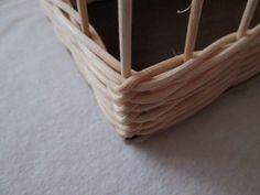 Rohová přesmyčka Magazine Rack, Storage, Furniture, Crochet, Home Decor, Basket Weaving, Purse Storage, Crochet Hooks, Decoration Home