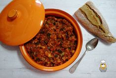 Pisto manchego - Vuelta y Vuelta Music Gifts, Chili, Veggies, Soup, Ethnic Recipes, Cheese Straws, Homemade Tomato Ketchup, Recipes With Vegetables, Spanish Kitchen