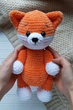 Crochet Mignon, Crochet Fox, Cute Crochet, Crochet Crafts, Yarn Crafts, Crochet Projects, Diy Crafts, Crochet Animal Patterns, Stuffed Animal Patterns