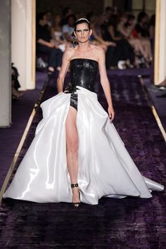 Sfilata Atelier Versace Parigi - Alta Moda Autunno-Inverno 2014-15 - Vogue