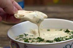 Κυπριακη Ταχινοσαλατα!!!!Η κασική συνταγή ταχινοσαλάτας της Κύπρου που ταιριάζει ως ντιπ ή ως σάλτσα με πολλά φαγητά. Nicoise, Dessert Recipes, Desserts, Dips, Grilling, Veggies, Cheese, Ethnic Recipes, Food