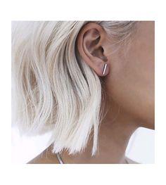 On craque totalement pour ces petites boucles d'oreilles II. Disponible en argent ou doré.
