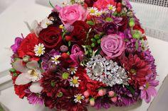 Srdce zo živých kvetov 40 € http://www.kvetysilvia.sk/donaskova-sluzba/