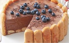 Here is one of the most adored recipes in the world, the Chocolate Charlotte with Thermomix. As usual, this version is fast and easy to achieve, and the result is a delight. Baking Recipes, Cake Recipes, Dessert Thermomix, Savory Bread Puddings, Vegan Tiramisu, Caramel Cheesecake, French Desserts, Nice Cream, Breakfast Bake