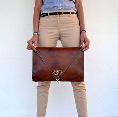 Embrague cuero marrón / bolso de piel de camello / por AnaKoutsi