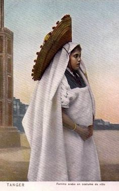 """Africa   """"Femme arabe en costume de ville"""". Tanger. Morocco.    Vintage postcard"""