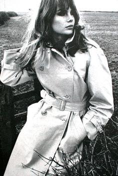 Jean Shrimpton in trenchcoat, Elegance (Dutch) April 1966