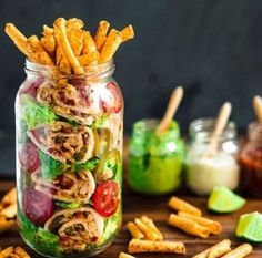 Snackideen im Glas: Die leckersten Rezepte to go - Healthy Cooking, Healthy Snacks, Healthy Eating, Healthy Recipes, Mason Jar Meals, Meals In A Jar, Mason Jars, Food To Go, Food And Drink
