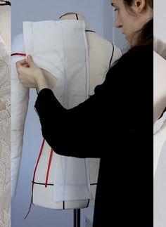 Si quieres aprender sobre moda, patronaje y costura con proyectos bonitos y actuales dale una oportunidad a la academia online! Ya hay un montón de c., Aprender moda y patronaje, # ✂❤ Sewing Dress, Dress Sewing Patterns, Sewing Clothes, Clothing Patterns, Diy Clothes, Sewing Sleeves, Skirt Patterns, Coat Patterns, Blouse Patterns