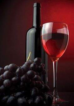 Wine and Wine online is not always bad for your health. Have you ever thought that how drinking wine can give benefits to your health? Can wine do any good to your body and health? Red Wine Glasses, Painted Wine Glasses, Types Of Red Wine, Wine Down, Alcohol, Wine Guide, Vides, Wine And Beer, Pintura
