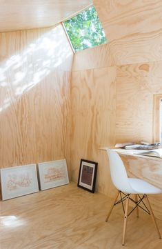 architensions designs writing pavilion retreat in brooklyn backyard is part of - the small wooden structure's interior is sparsely furnished with a single chair, folding writing table, and a small selection of artworks Ideas Cabaña, Interior And Exterior, Home Interior Design, Brooklyn Backyard, Architecture Design, Chinese Architecture, Architecture Office, Futuristic Architecture, Plywood Interior
