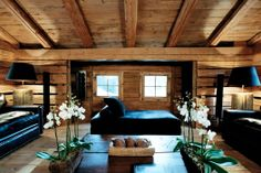 Strange position for a bed, but I like it Country Cottage Interiors, Log Home Interiors, Rustic Interiors, Country Houses, Chalet Interior, Interior Design Living Room, House Seasons, Chalet Style, Space Architecture