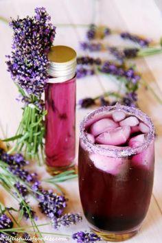 Selbstgemachter Lavendelsirup 1 Liter Wasser 1,3 kg Zucker Saft von einer mittleren Zitrone 1/2 Liter Lavendelblüten