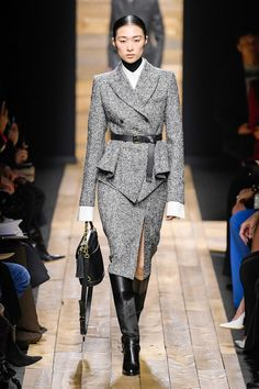 Michael Kors Collection Fall 2020 Ready-to-Wear Fashion Show Collection: See the complete Michael Kors Collection Fall 2020 Ready-to-Wear collection. Look 57 Suit Fashion, Love Fashion, Fashion Show, Fashion Outfits, Fashion Design, 2020 Fashion Trends, Fashion 2020, Runway Fashion, Street Fashion